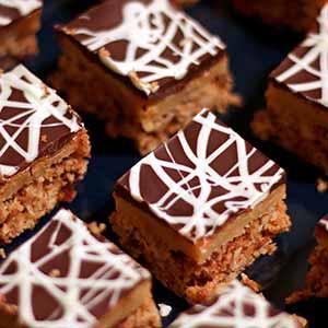 Glutenfri jul: Konfektkage med karamel – fuld af mandler, marcipan og skønne krydderier