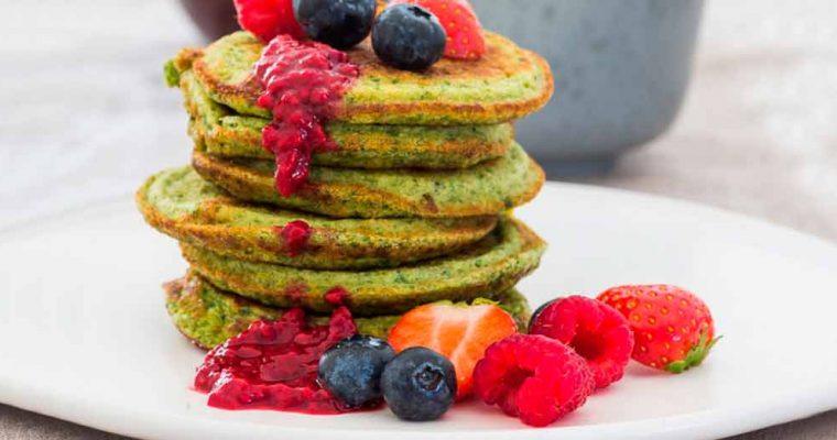 Antiinflammatoriske pandekager med spinat, ingefær og bær