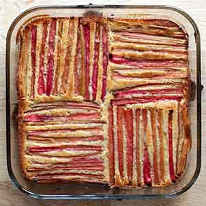 Opskrift: Sød, saftig og ikke mindst glutenfri rabarber-mazarinkage.