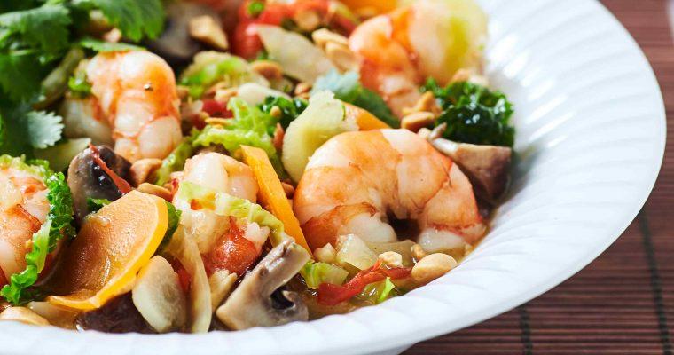 Asiatisk suppe med grøntsager og kæmperejer