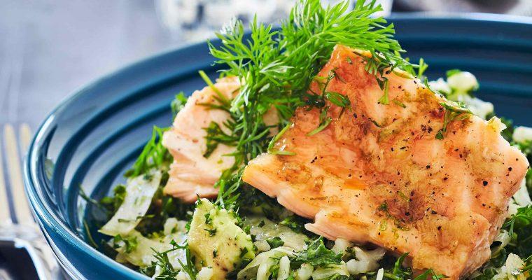 Ingefærglaceret laks med sprød, grøn salat
