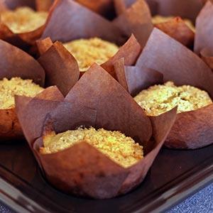 Opskrift: Saftige citronmuffins med marcipan og mandelcrumble – uden gluten.
