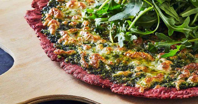 Glutenfri pizza med rødbede, tomater og grønkålspesto