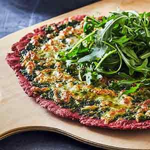 Prøv også: Glutenfri pizza med rødbede, tomater og grønkålspesto.