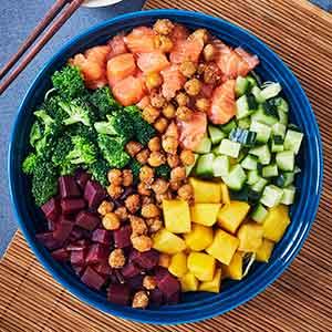 Prøv også: Antiinflammatorisk poke bowl med laks, rødbeder og miso, som du nemt kan lave selv.