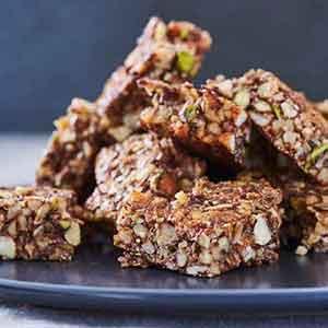 Småsulten? Prøv de lækre glutenfri snackbarer med nødder og vanilje.