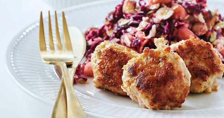 Anti-inflammatoriske kyllingekødboller med hakket lyn-salat